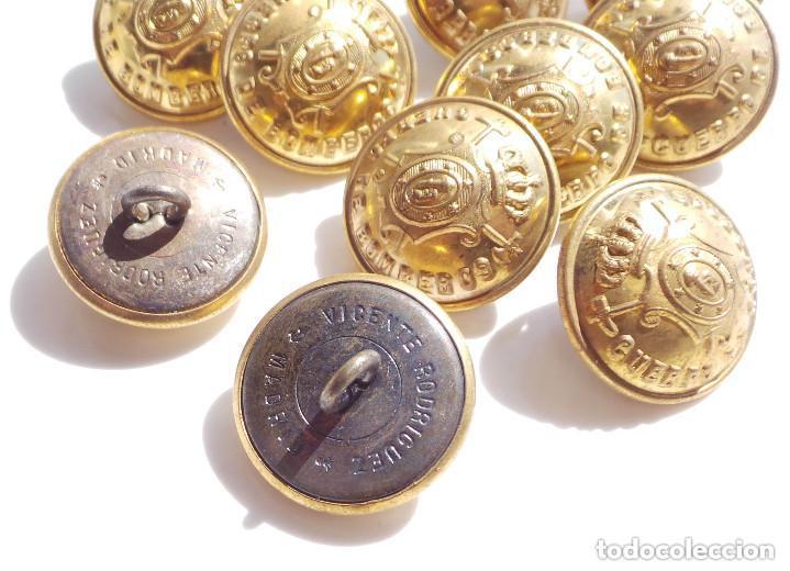 Militaria: LOTE DE BOTONES CUERPO DE BOMBEROS DE MADRID ALFONSO XIII - 2 CM DE DIÁMETRO - Foto 3 - 116794963