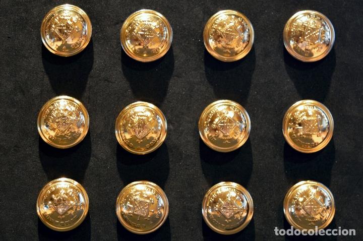 LOTE 12 BOTÓNES CUERPO BOMBEROS DE BARCELONA ANTIGUO BOTÓN GRANDE DIÁMETRO 21MM NUEVO SIN USO (Militar - Botones )