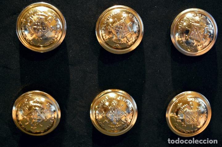 Militaria: LOTE 12 BOTÓNES CUERPO BOMBEROS DE BARCELONA ANTIGUO BOTÓN GRANDE DIÁMETRO 21mm NUEVO SIN USO - Foto 4 - 109596243