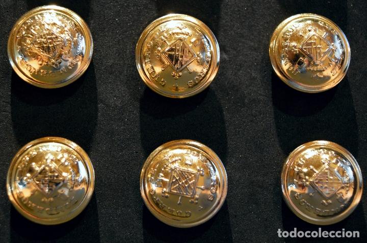 Militaria: LOTE 12 BOTÓNES CUERPO BOMBEROS DE BARCELONA ANTIGUO BOTÓN GRANDE DIÁMETRO 21mm NUEVO SIN USO - Foto 5 - 109596243