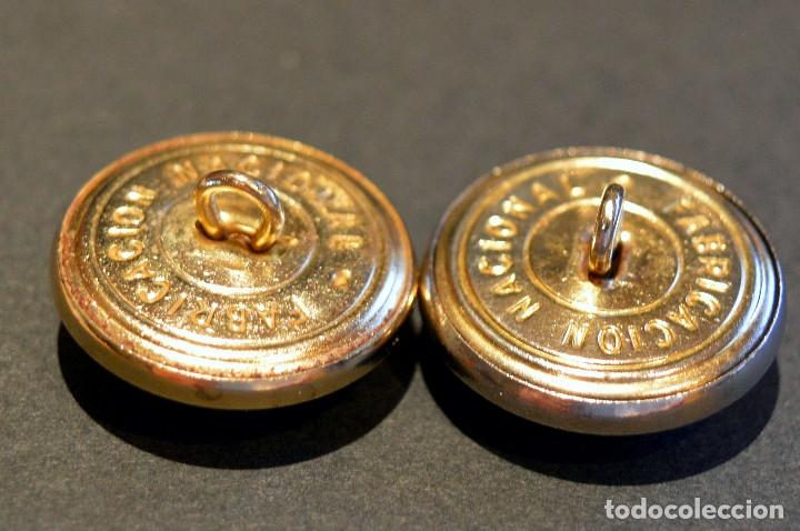 Militaria: LOTE 12 BOTÓNES CUERPO BOMBEROS DE BARCELONA ANTIGUO BOTÓN GRANDE DIÁMETRO 21mm NUEVO SIN USO - Foto 3 - 109596243