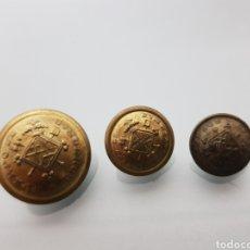 Militaria: LOTE 3 BOTONES BOMBEROS DE BARCELONA EPOCA DE FRANCO. Lote 117730054