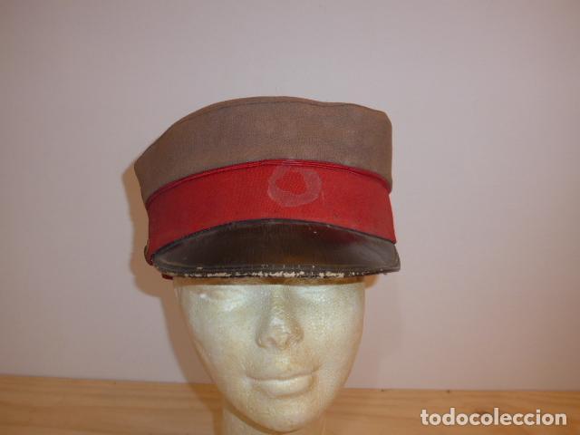 Militaria: Antigua y rara gorra española a identificar, de años 40 parece. - Foto 2 - 117739023
