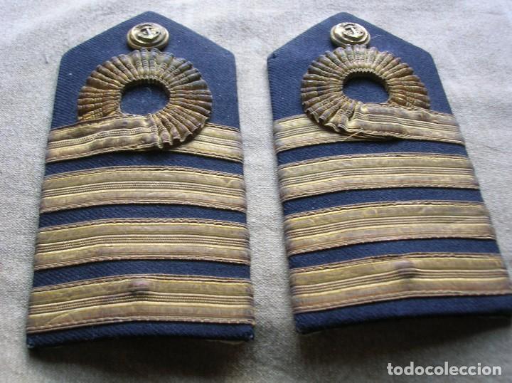 ANTIGUAS HOMBRERAS DE LA DE CAPITAN DE NAVIO DE LA ARMADA. EPOCA DE FRANCO. (Militar - Otros relacionados con uniformes )