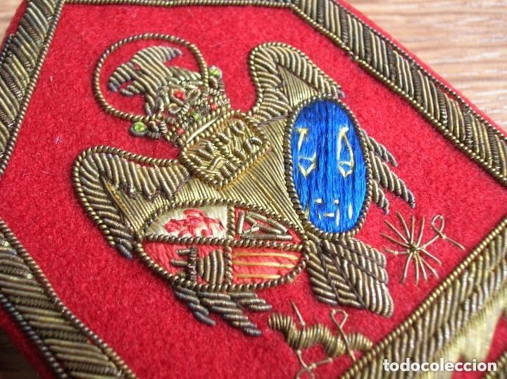 Militaria: BELLISIMAS Y RARAS HOMBRERAS. ALTO JERARCA MINISTERIAL FRANQUISTA DE JUSTICIA. FALANGE. MOVIMIENTO. - Foto 5 - 120907459
