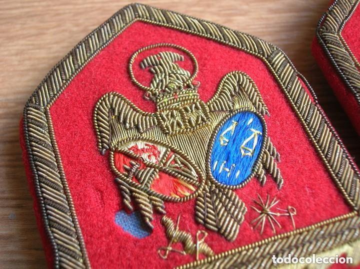 Militaria: BELLISIMAS Y RARAS HOMBRERAS. ALTO JERARCA MINISTERIAL FRANQUISTA DE JUSTICIA. FALANGE. MOVIMIENTO. - Foto 10 - 120907459