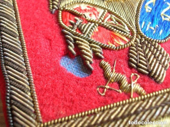 Militaria: BELLISIMAS Y RARAS HOMBRERAS. ALTO JERARCA MINISTERIAL FRANQUISTA DE JUSTICIA. FALANGE. MOVIMIENTO. - Foto 11 - 120907459