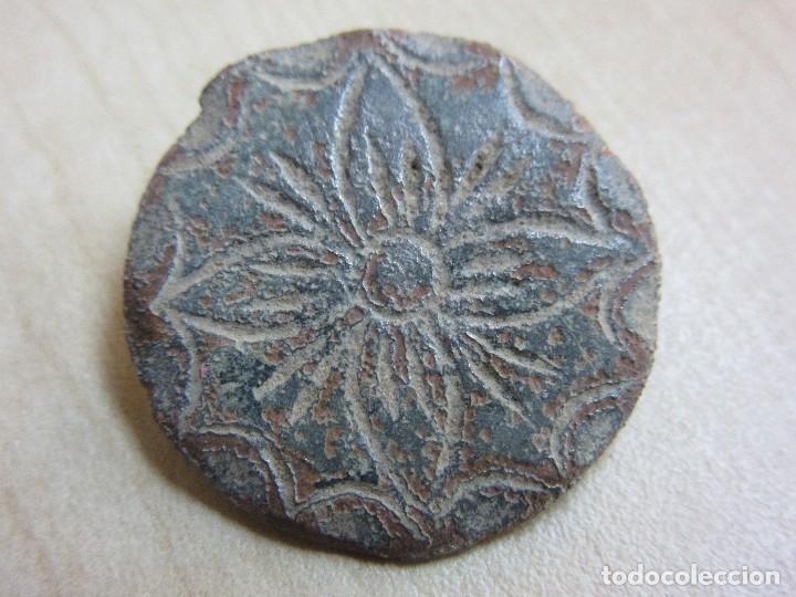 Militaria: 4 botones con flor de 4 pétalos Siglo XVIII o XIX - Foto 3 - 121360099