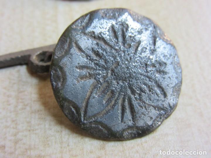 Militaria: 4 botones con flor de 4 pétalos Siglo XVIII o XIX - Foto 4 - 121360099