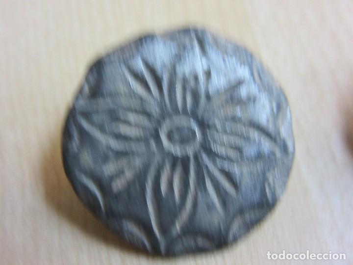 Militaria: 4 botones con flor de 4 pétalos Siglo XVIII o XIX - Foto 6 - 121360099
