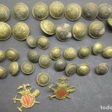 Militaria: LOTE ANTIGUAS INSIGNIAS Y BOTONES DE LATÓN CUERPO DE BOMBEROS VALENCIA. Lote 121371027