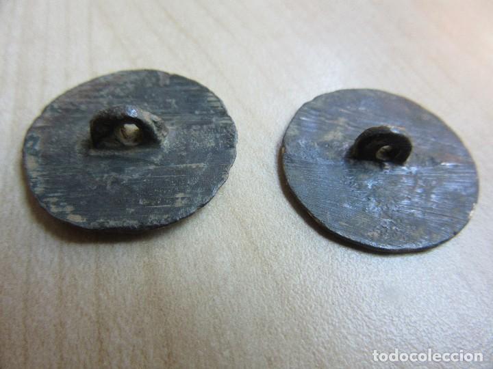 Militaria: Dos botones con motivo radiado S XVIII o XIX - Foto 4 - 121832119