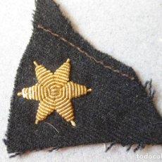 Militaria: ESTRELLA BORDADA DORADA DE 6 PUNTAS SOBRE FIELTRO - ESTRELLA CON FONDO AZUL MARINO OSCURO - AÑOS 30. Lote 123087735
