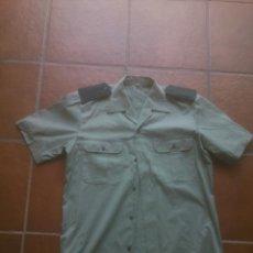 Militaria: CAMISA GUARDIA CIVIL MANGA CORTA COMPLETA CON HOMBRERAS. Lote 129385043