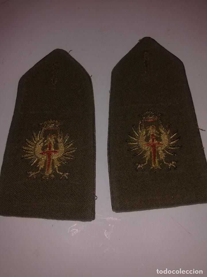 HOMBRERAS PARA ABRIGO O GABARDINA (Militar - Otros relacionados con uniformes )