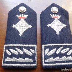 Militaria: 2 HOMBRERAS O PALAS DE LA GUARDIA URBANA DE BARCELONA ÉPOCA FRANCO. Lote 132476622