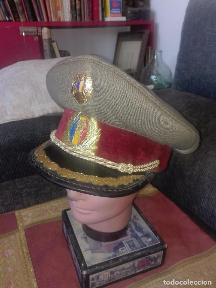 GORRA MILITAR RUMANÍA.OFICIAL DE ARTILLERÍA.AÑO 1991. (Militar - Boinas y Gorras )