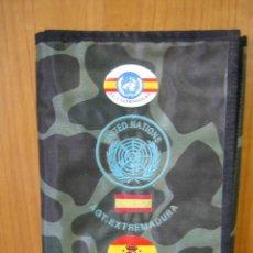 Militaria: PORTA LIBRETAS EJÉRCITO ESPAÑOL A.T. EXTREMADURA. CASCOS AZULES. Lote 133524510