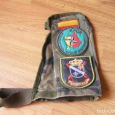 Militaria: BRAZALETE DEL EJÉRCITO ESPAÑOL DE LA ONU CON DOS PARCHES - KFOR - CASTILLEJOS - MISIÓN DE 2004. Lote 134122882