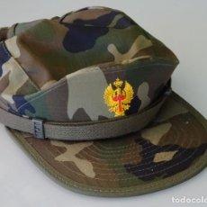 Militaria: GORRA MILITAR. CAMUFLAJE BOSCOSO. ÁGUILA AMARILLA. TALLA M. VALLE. 100 GR. Lote 135315838