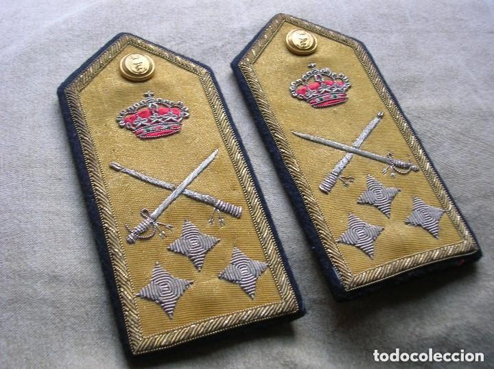 Militaria: ANTIGUAS HOMBRERAS DE ALMIRANT. EPOCA DE LA TRANSICIÓN. - Foto 2 - 135482446