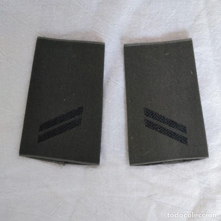 HOMBRERAS MANGUITOS DE TROPA, EJÉRCITO ALEMÁN. (Militar - Otros relacionados con uniformes )