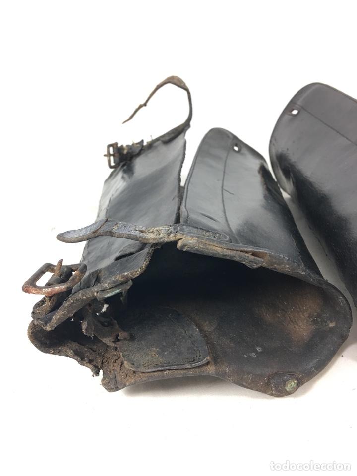 Militaria: Pareja de antiguas polainas cubre botas de cuero - Equitación - Equipamiento militar - Foto 2 - 138804144