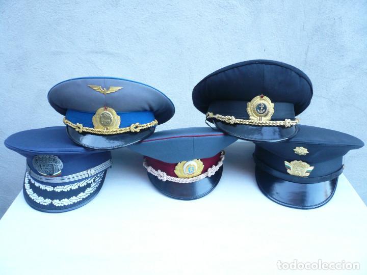 GORRA ERA COMUNISTA BULGARIA. LOTE DE 5: FERROCARRILES, MARINA, TIERRA, POLICIA Y BOMBEROS (Militar - Boinas y Gorras )