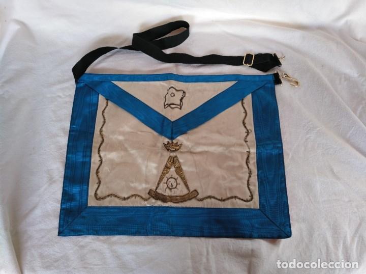 MANDIL O DELANTAL MASÓNICO, BORDADO EN HILO DE ORO. (Militar - Otros relacionados con uniformes )
