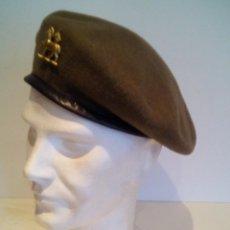 Militaria: BOINA O GORRA EJERCITO INGLES REPLICA WWII CON EMBLEMA - TALLA 60. Lote 141672154