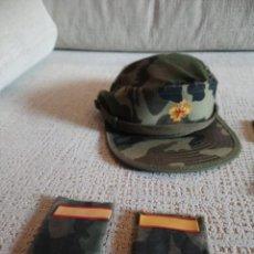 Militaria: LOTE GORRA MÁS GALONES Y PARCHES. Lote 142440090