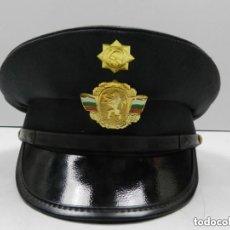 Militaria: ANTIGUO GORRO DE OFICIAL DE BOMBEROS AUTENTICO DE LA ERA COMUNISTA MUY BUEN ESTADO RARO. Lote 142785258