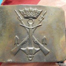 Militaria: HEBILLA. INFANTERÍA DE MARINA ESPAÑOLA. ÉPOCA DE FRANCO. FABRICADA POR CASTELLS. BARCELONA. Lote 144422994