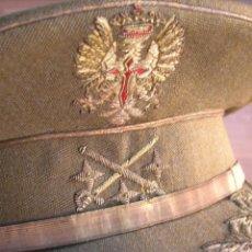 Militaria: MUY ESCASA Y PRECIOSA GORRA DE TENIENTE GENERAL CON SU NOMBRE. EPOCA DE FRANCO. CALIDAD EN BORDADOS.. Lote 146188806