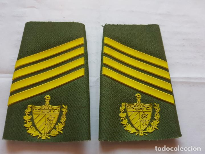 CUBA CHARRETERA GRADO SARGENTO DE SEGUNDA (Militar - Otros relacionados con uniformes )