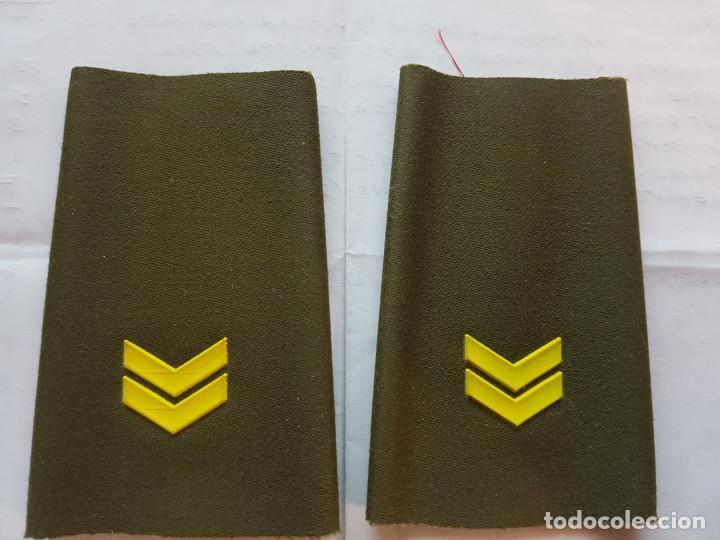 CUBA CHARRETERA GRADO PRIMER TENIENTE (Militar - Otros relacionados con uniformes )