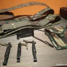Militaria: LOTE MILITAR CEÑIDORES BOLSOS HEBILLAS Y GALONES DE SARGENTO. Lote 147781658