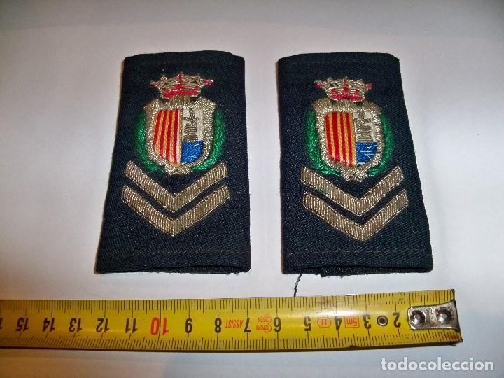Militaria: Antiguas hombreras bordadas de policía municipal de Santa Pola - Foto 2 - 148231730