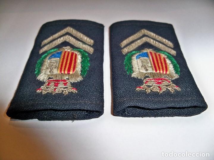 Militaria: Antiguas hombreras bordadas de policía municipal de Santa Pola - Foto 7 - 148231730