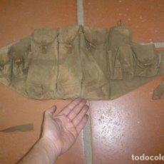 Militaria: ANTIGUA RARA CARTUCHERA CORREAJE PORTA CARGADORES DE LA GUERRA DE VIETNAM, ORIGINAL.. Lote 149738870