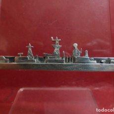 Militaria: PISACORBATAS. SILUETA DE BARCO DE GUERRA. PLATA.. Lote 151497498