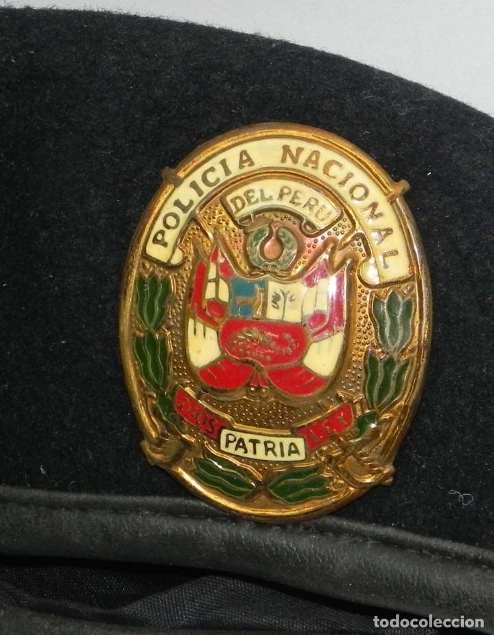 ANTIGUA GORRA POLICIA NACIONAL DEL PERU, DIOS PATRIA LEY, PRECIOSA PLACA ESMALTADA, 54 CMS DE DIAMET (Militar - Boinas y Gorras )