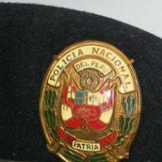 Militaria: ANTIGUA GORRA POLICIA NACIONAL DEL PERU, DIOS PATRIA LEY, PRECIOSA PLACA ESMALTADA, 54 CMS DE DIAMET. Lote 151934834
