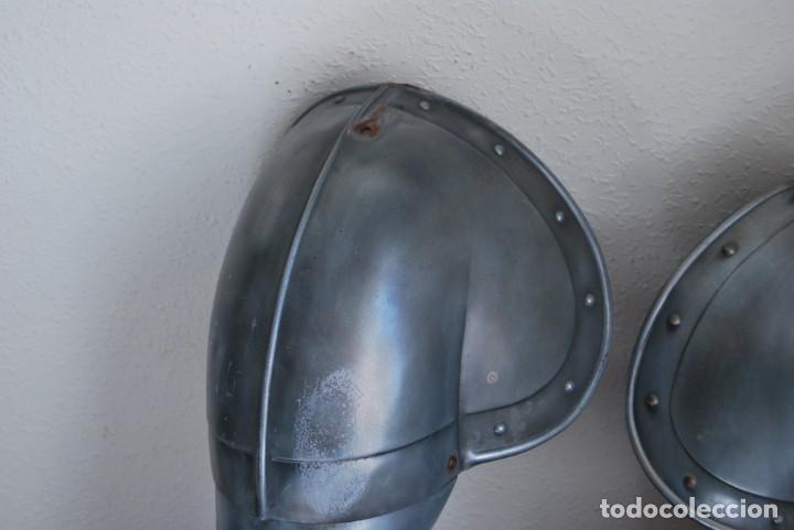 Militaria: ARMADURA DE ACERO - BRAZOS Y HOMBRERAS - POSIBLEMENTE TOLEDO - Foto 2 - 191255991