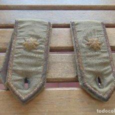 Militaria: HOMBRERAS CHATARRERAS PALAS DE UNIFORME DE COMANDANTE BORDADAS HILO DE ORO ESTRELLA DE 8 PUNTAS. Lote 153856878