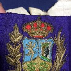Militaria: CINTURON SEDA CUERO BLANCO ESCUDO BORDADO DIPUTACION MADRID AYUNTAMIENTO S XIX 101X8CMS. Lote 154299234