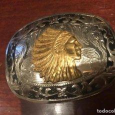 Militaria: ORIGINAL HEBILLA , EN METAL PLATEADO Y DORADO IMAGEN TROQUELADA DE INDIO. Lote 154761178