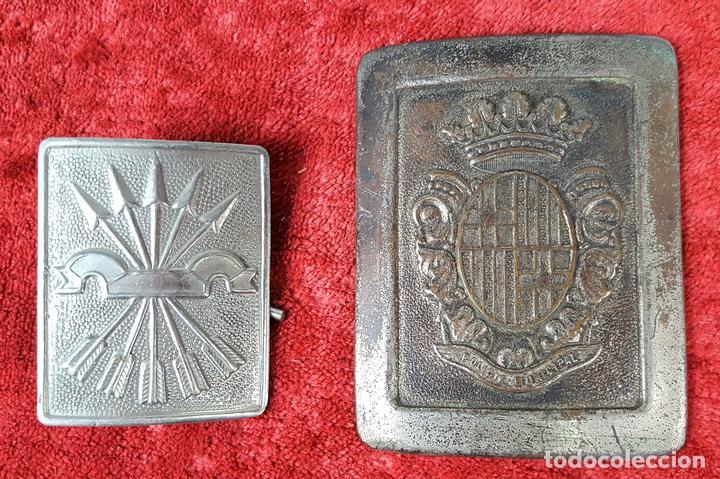 PAREJA DE HEBILLAS. POLICÍA MUNICIPAL. FALANGE. ESPAÑA. CIRCA 1940. (Militar - Cinturones y Hebillas )