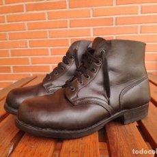 Militaria: BOTAS CORTAS BORCEGUÍES ALEMANES DE CUERO, CONTINENTAL T42 . Lote 166013844