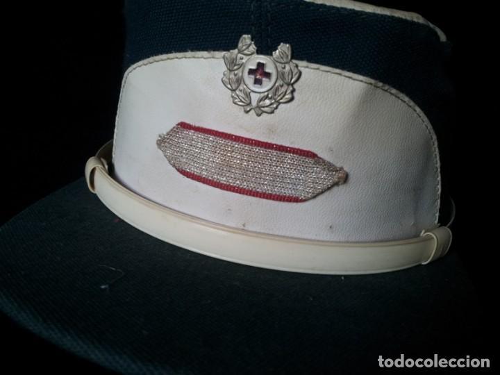 Militaria: ANTIGUA GORRA DE SANITARIO DE LA CRUZ ROJA (TROPAS DEL SOCORRO) - AÑOS 70/80 - Foto 2 - 160358174